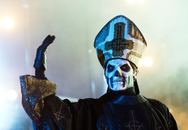 Papa Emeritus III sjunger bättre än sin bror. Foto: Rickard Nilsson