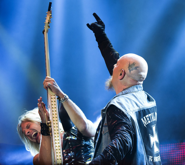 Richie Faulkner och Rob Halford tycks ha en het bromance på scen. Foto: Rickard Nilsson