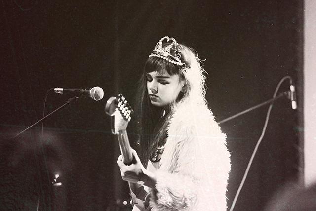 Sarah Persephona har gjort musik som Angelic Milk sedan hon var 15.