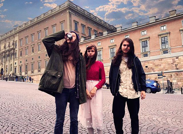 Angelic Milk på plats intill kungliga slottet i Stockholm. Ikväll live på Bar Brooklyn.
