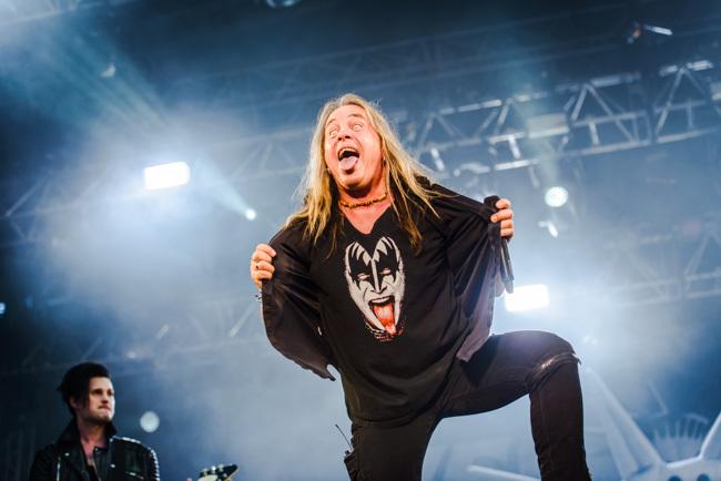 Kanske inte så tunga riff … men dock en tunga på tischan. Foto: Viktor Wallström/Rockfoto