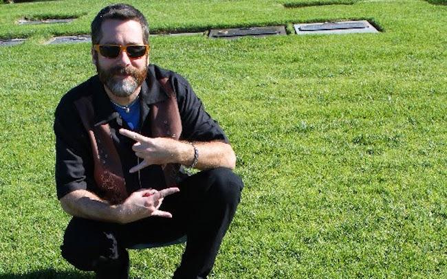 Slayer Bob är minst lika metal när gräset är grönt, fattas bara annat. Foto: Privat