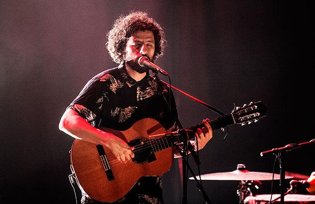 José González fokuserade på musiken i Stockholm. I stort sett bara på musiken. Foto: Robin Lorentz Allard.