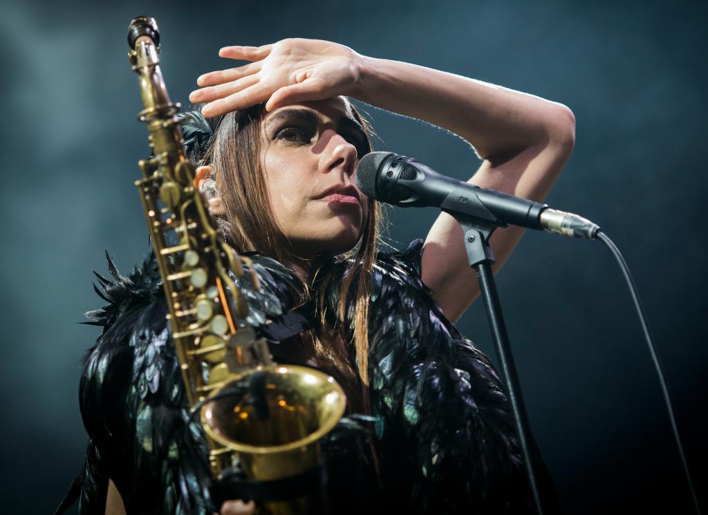 PJ Harvey på Roskilde i juni. I kväll gästar hon äntligen Göteborg och Way Out West. Foto: Nora Lorek/Rockfoto.