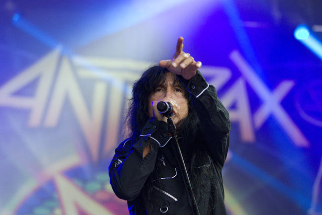 Joey Belladonna sjunger ovanligt bra. Det får en ändå vara glad över. Foto: Pernilla Wahlman