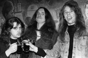 Cliff tillsammans med Lars och James i en gruppskål 1984.