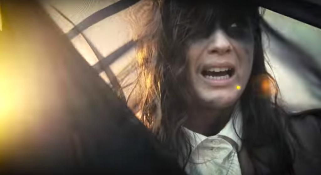 """Natali Felicia. Skärmdump från videon till """"War""""."""