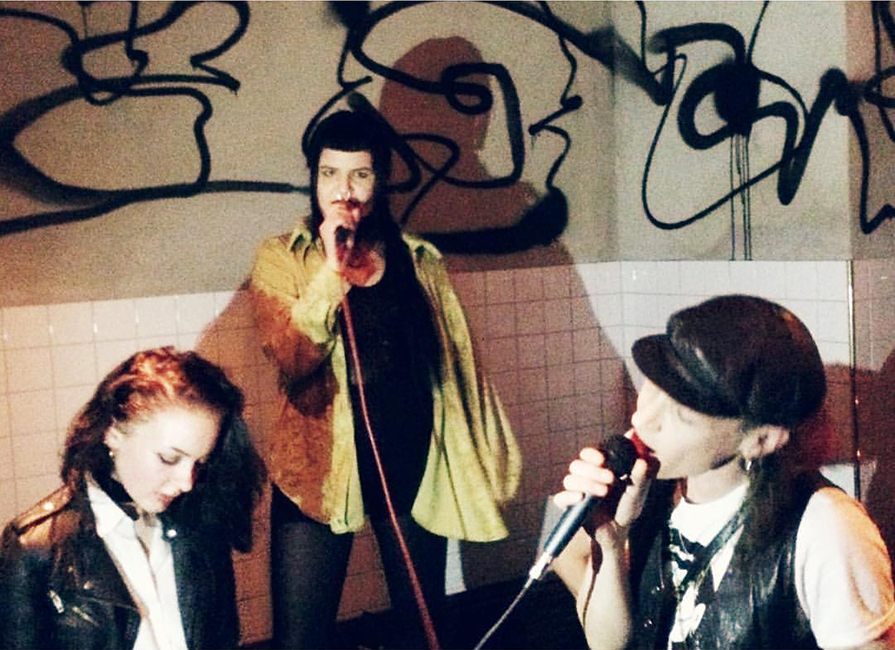 Lizette Lizette sjunger duett med Nicklas Stenemo från Kite, på releasefesten. Foto: Rebecka Ljung