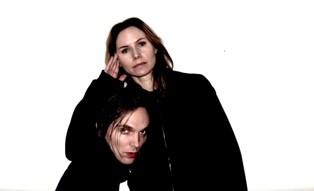 """Moto Boy och Nina Persson. Foto: Skärmdump ur videon till """"Dead for seconds"""""""