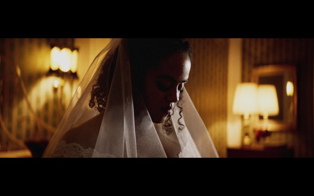 """Seinabo Sey i musikvideon till """"Vägen hem"""", med Stor. Foto: Skärmdump"""