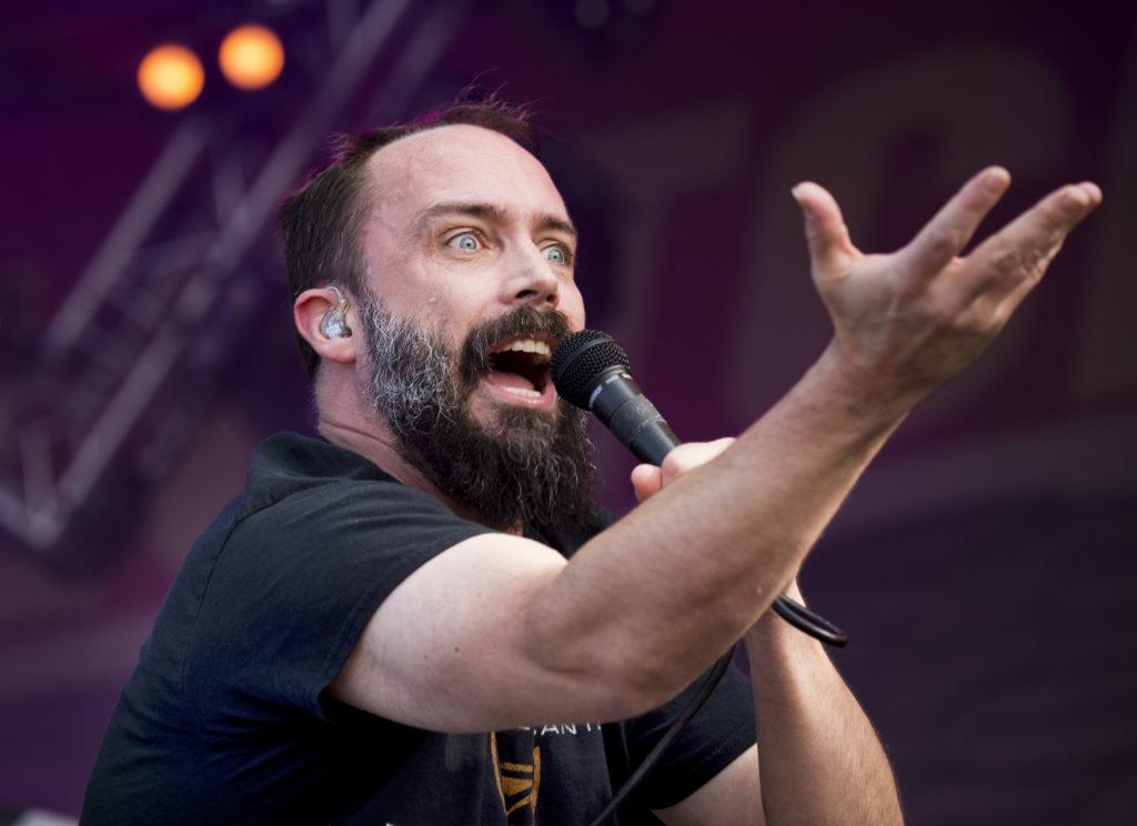 Pastor Neil Fallon leder sitt oansenliga band genom en timme som förklarar allt om vad den här festivalen handlar om. Foto: Rickard Nilsson