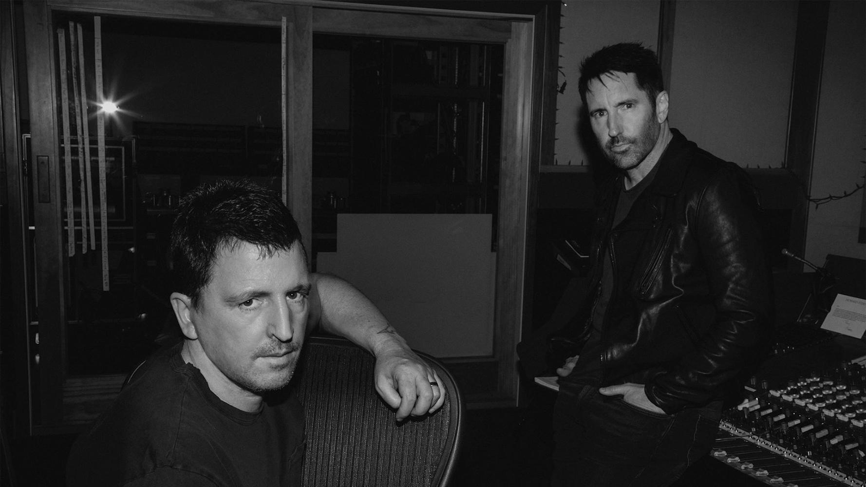 Atticus och Trent hade som synes väldigt gemytligt och avslappnat i studion under inspelningen av det nya materialet. Foto: Nine Inch Nails på Facebook