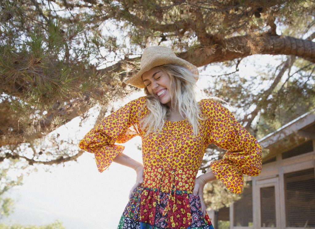 Miley Cyrus - pressbild Younger Now