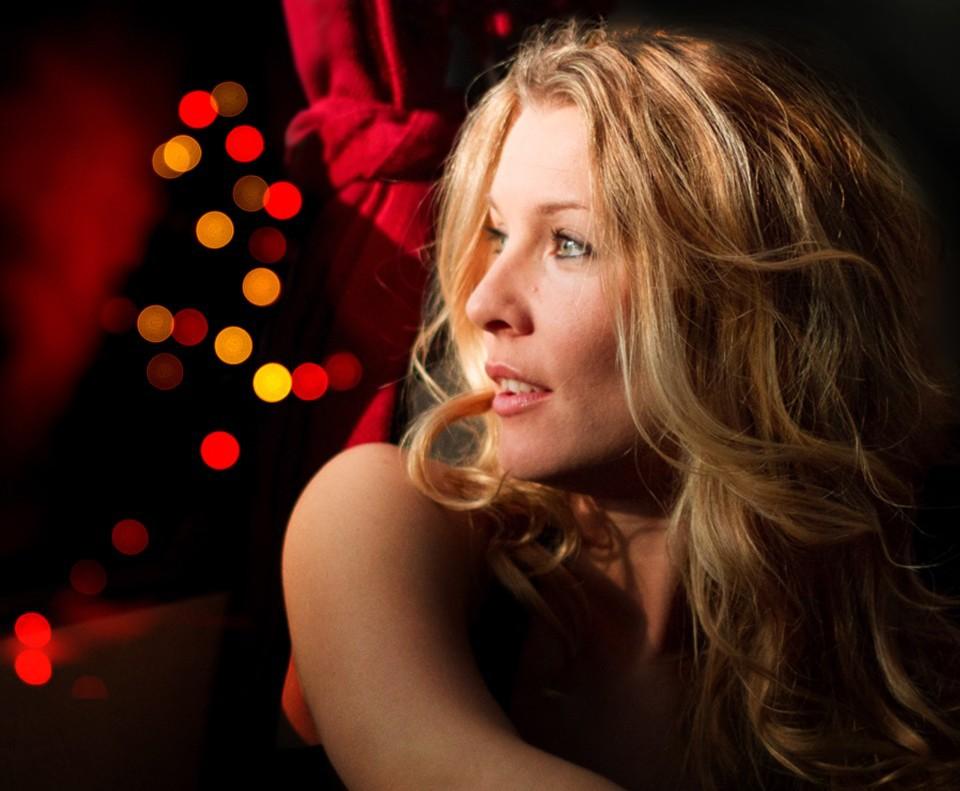 Viktigt och rörande när Pernilla Andersson sjunger om julen. Foto: Pressbild